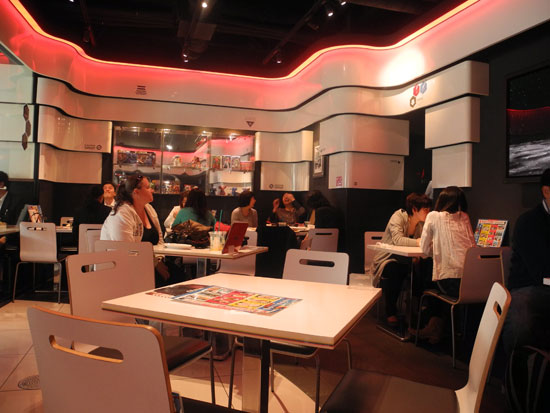 Gundam Cafe tables